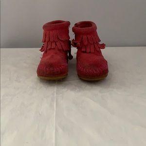 VGUC Minnetonka Pink Infants Size 5 Fringe Booties